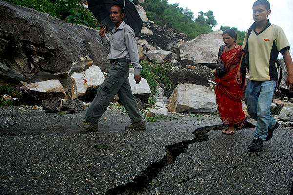 http://www.pakistankakhudahafiz.com/pkkhnew/wp-content/uploads/2015/04/0919-india-earthquake_full_600.jpg