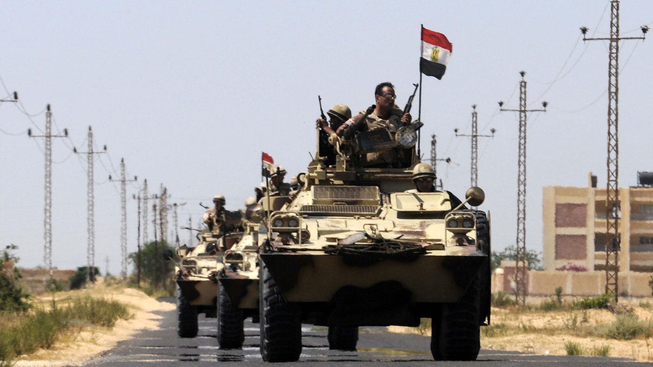 IS attack on Sinai convoy 'kills 18 Egyptian police'